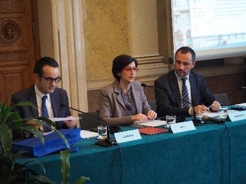 Figura 1: Stefano Laporta (Direttore ISPRA), Sara Vito (Assessore regionale Ambiente ed Energia) e Luca Marchesi (Direttore generale ARPA FVG) al convegno